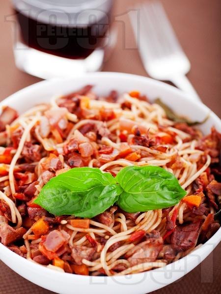 Спагети със заешко рагу - снимка на рецептата